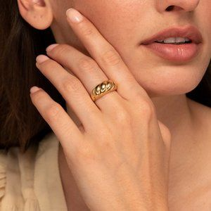 New/Croissant Ring